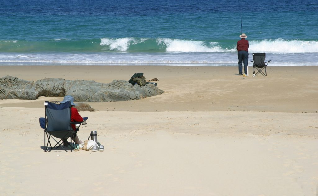 couple beach fishing
