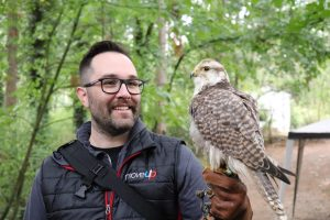 MoveUP member Bruce Sarvis holds an owl